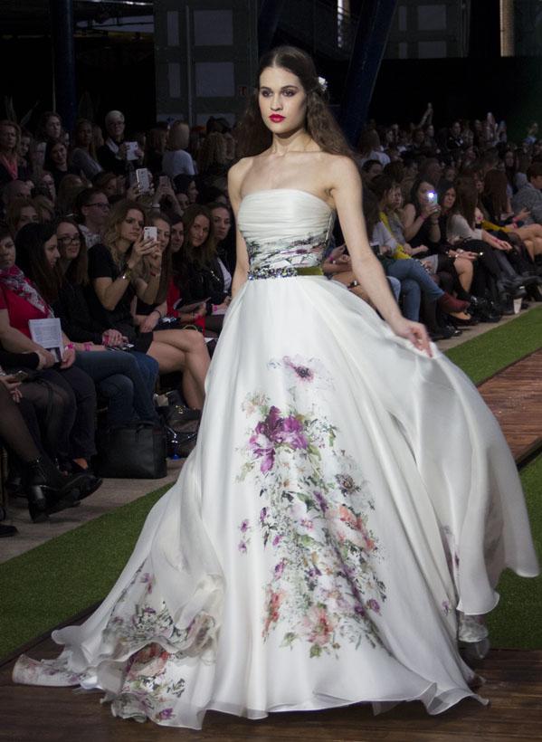 24_dalaarna_menyasszonyi ruha